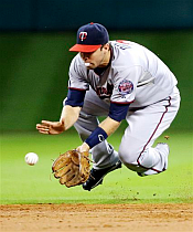 Brian Dozier showing off his awesome fielding and gum-chewing skills.
